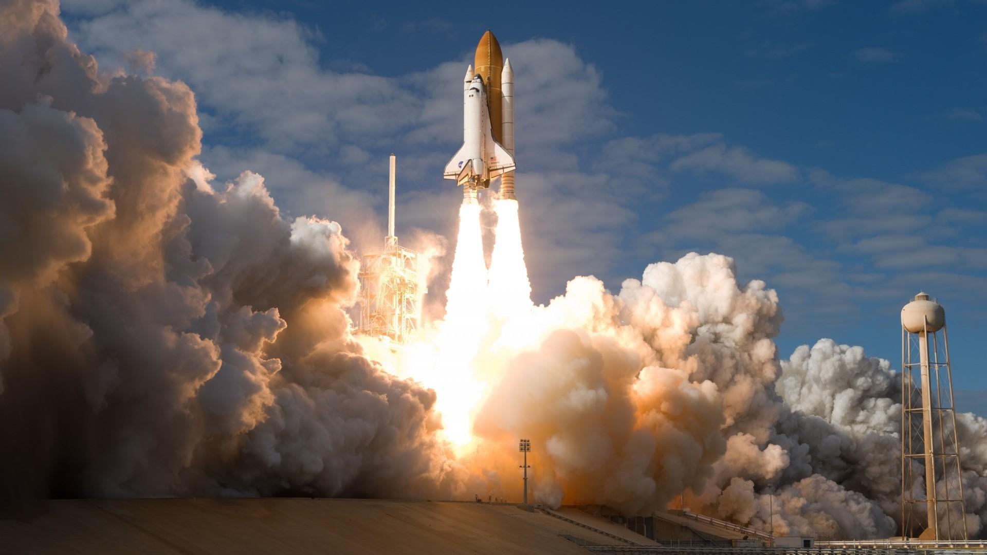 Space_Shuttle_start_079685_